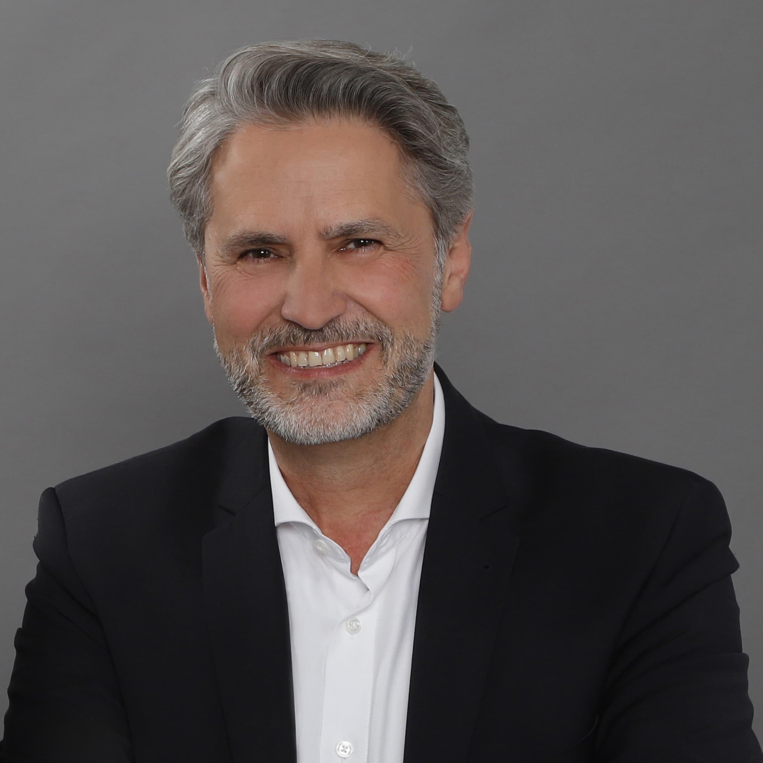 EL-NET GROUP. Erich Wulff. Experte für Digitalisierung und Placement & Change Management