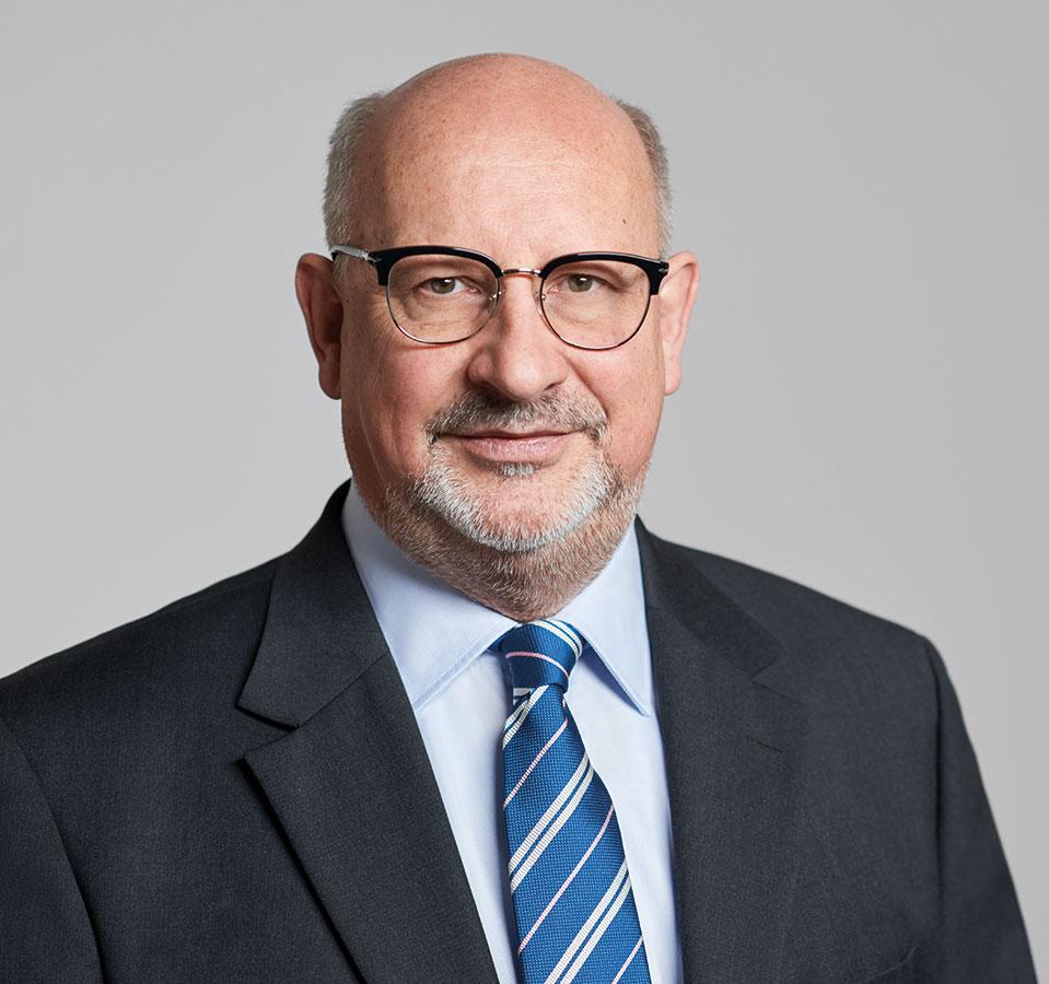 EL-NET GROUP. Dr. Eckart Eller. Experte für HR Outsourcing und Senior Executive Recruiting